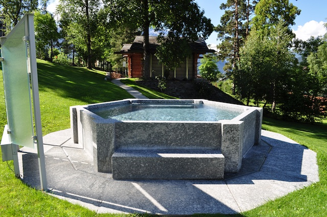 una vasca relax ai bagni nuovi nel parco