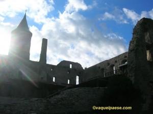 """Il castello di Haapsaalu, in Estonia, dove """"regna"""" il fantasma della Dama Bianca"""