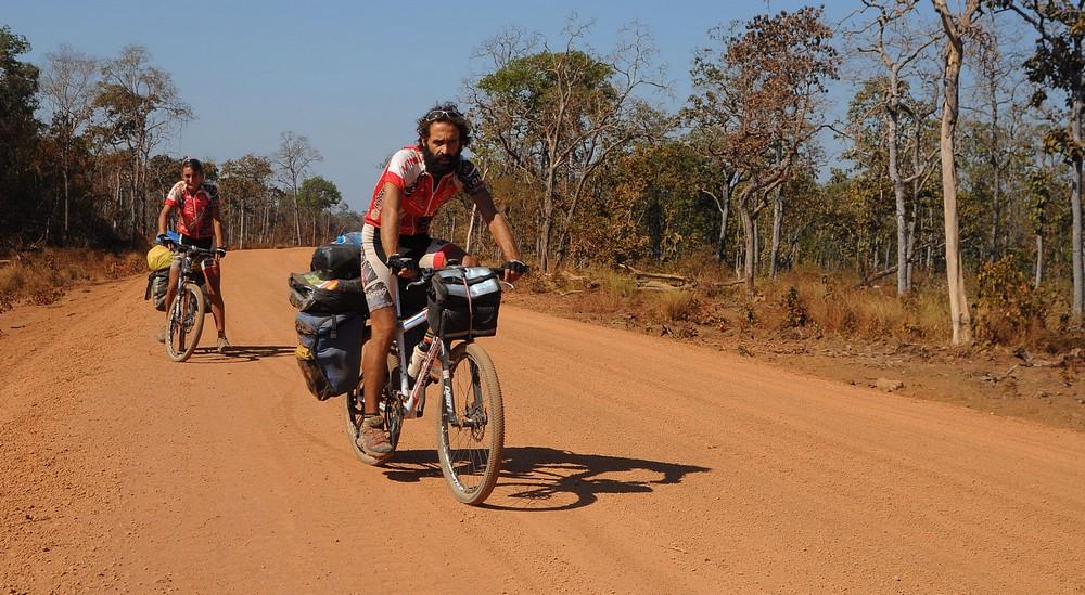 Vero e Leo di www.lifeintravel.it durante il loro viaggio in Cambogia