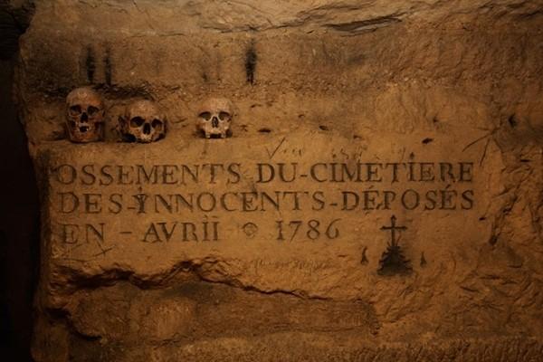 Il cimitero degli innocenti, nella Parigi sotterranea