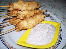 Midye tava: spiedini di cozze in pastella con sala di yogurt