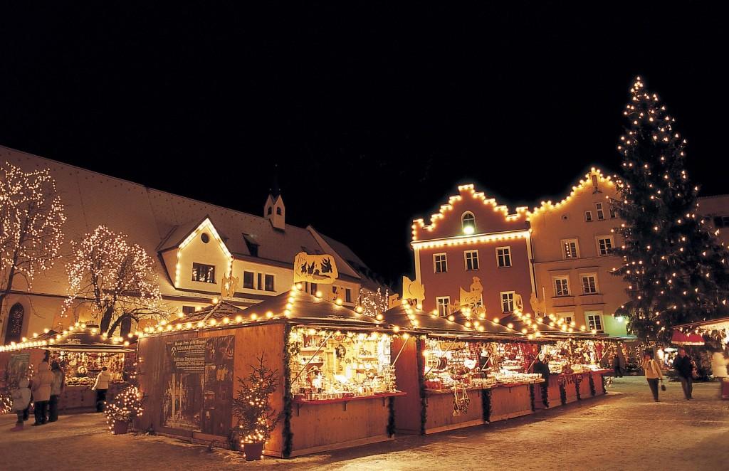 Vipiteno antica e famosa citò mercantile, in inverno trasforma il suo centro storico in un luogo magico con il suo tradizionale mercatino natalizio.