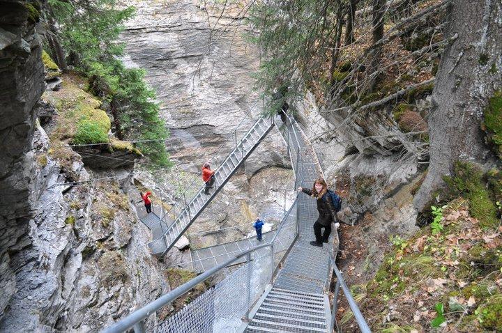 passerella tra cascate e sorgenti termali  a Leukerbad