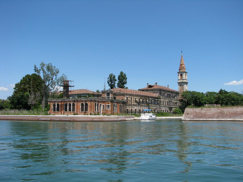 L'isola disabitata di Poveglia, vicino Venezia. (foto presa da Wikipedia)