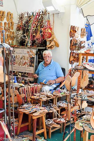 Antonio, patron di una bottega artigiana storica
