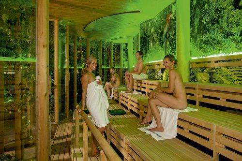 Non fate i timidi. Come vuole la tradizione nordica, la sauna si fa nudi