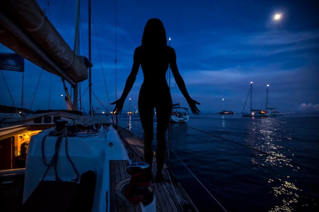 yoga in barca a vela