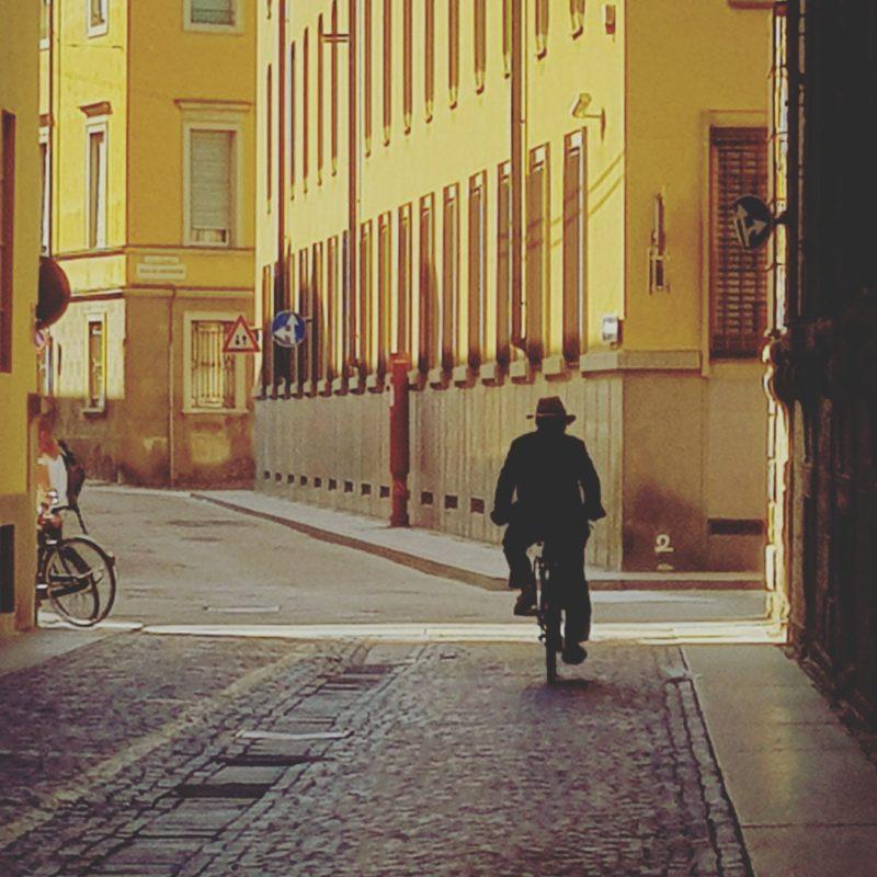 parma centro storico in bicicletta
