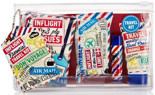Viaggi lunghi in aereo: kit anti disidratazione da portare a bordo