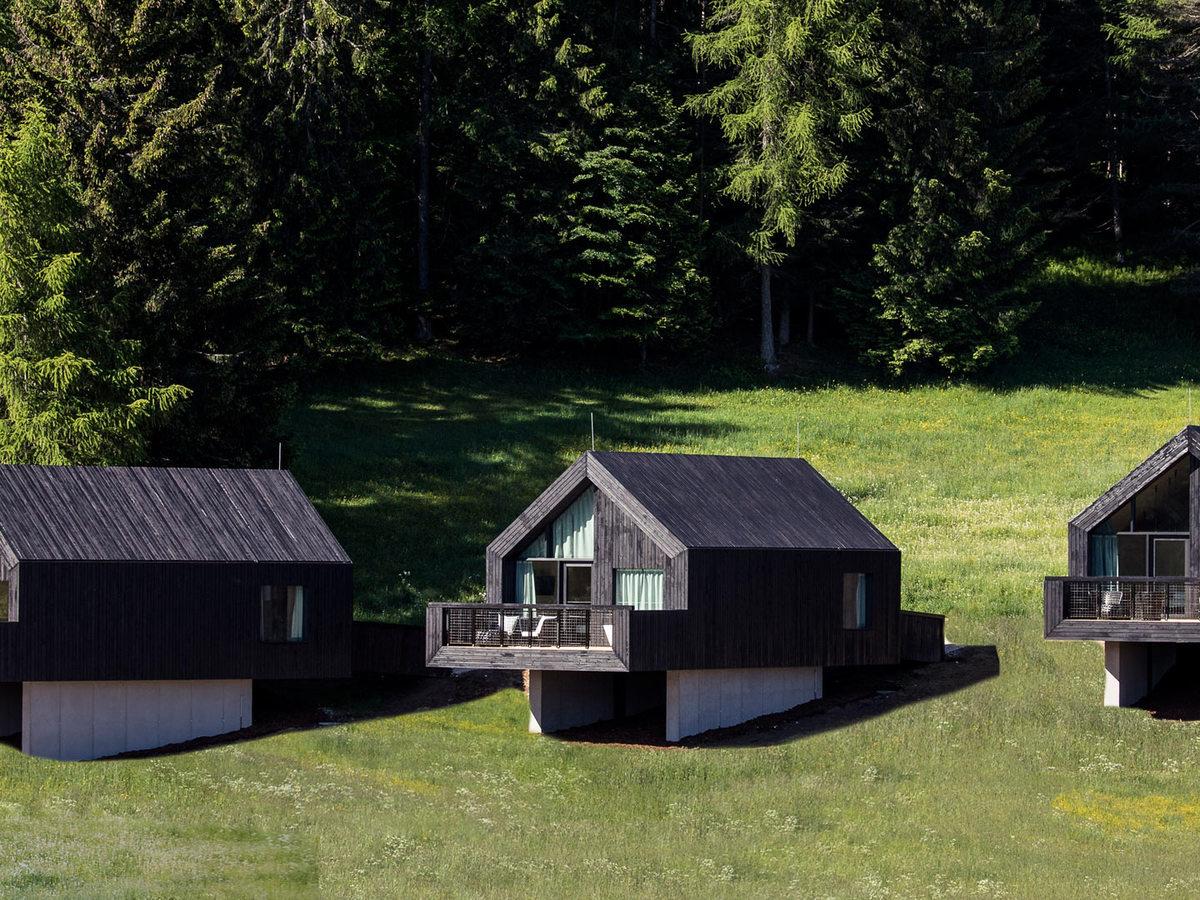 10 ottimi motivi per una vacanza Green all'eco hotel Pfoesl: tra spa panoramiche, chalet nel bosco e giardini commestibili