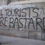 turismo di massa proteste
