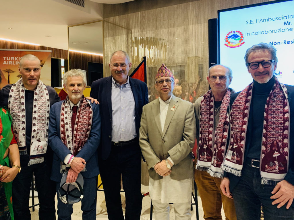 (nella foto, da sinistra: Marco Confortola, Paolo Nugari, Stefano Ardito, S.E. Mr. Mani Prasad Bhattarai, Bruno Zanzottera e Marco Casareto).